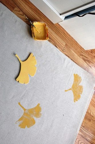 tapis feuille djicobiloba diy pochoir blog deco clem around the corner