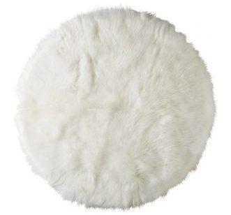 tapis rond en fausse fourrure blanche chez moi blog déco clemaroundthecorner