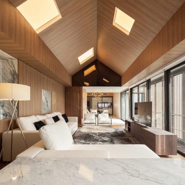 appartements à bangkok salon blanc bois marbre vue cuir