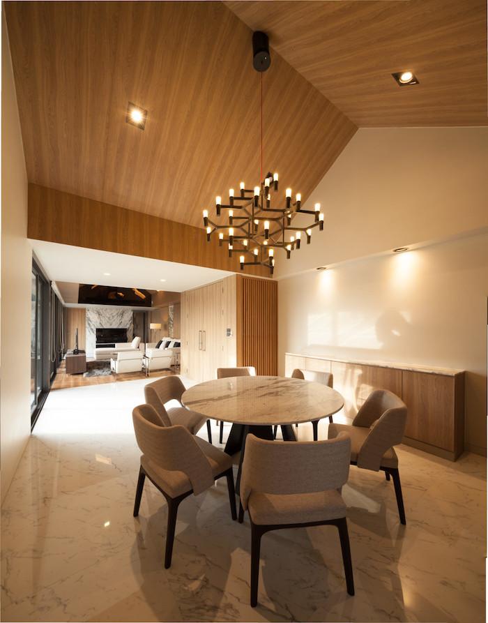 appartements à bangkok marbre blanc toit bois salle à manger