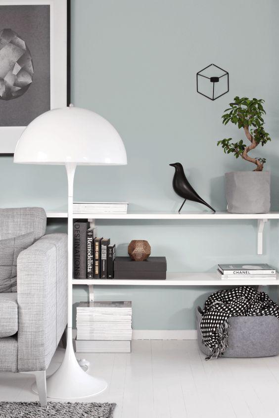 salon scandinave mur vert eau menthe bibliotheque blanche oiseau eames blog design clemaroundthecorner