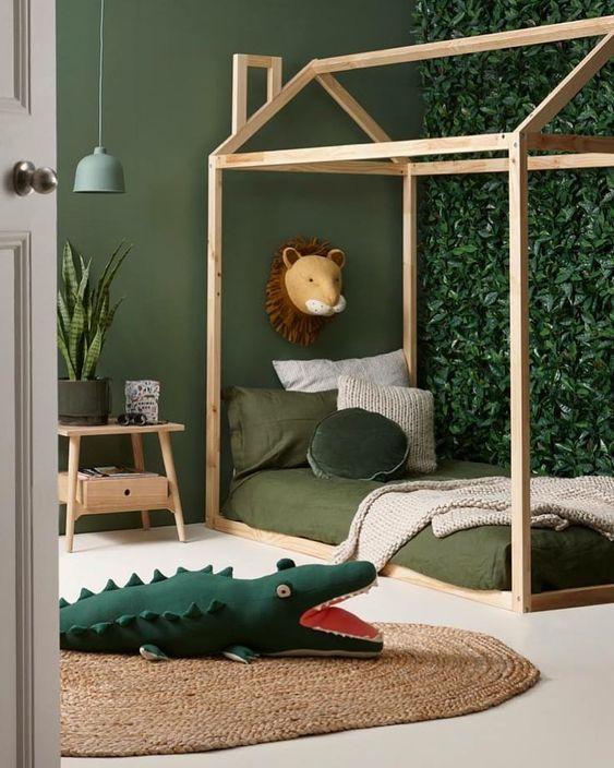chambre enfant deco jungle trophée lion peinture vert sauge