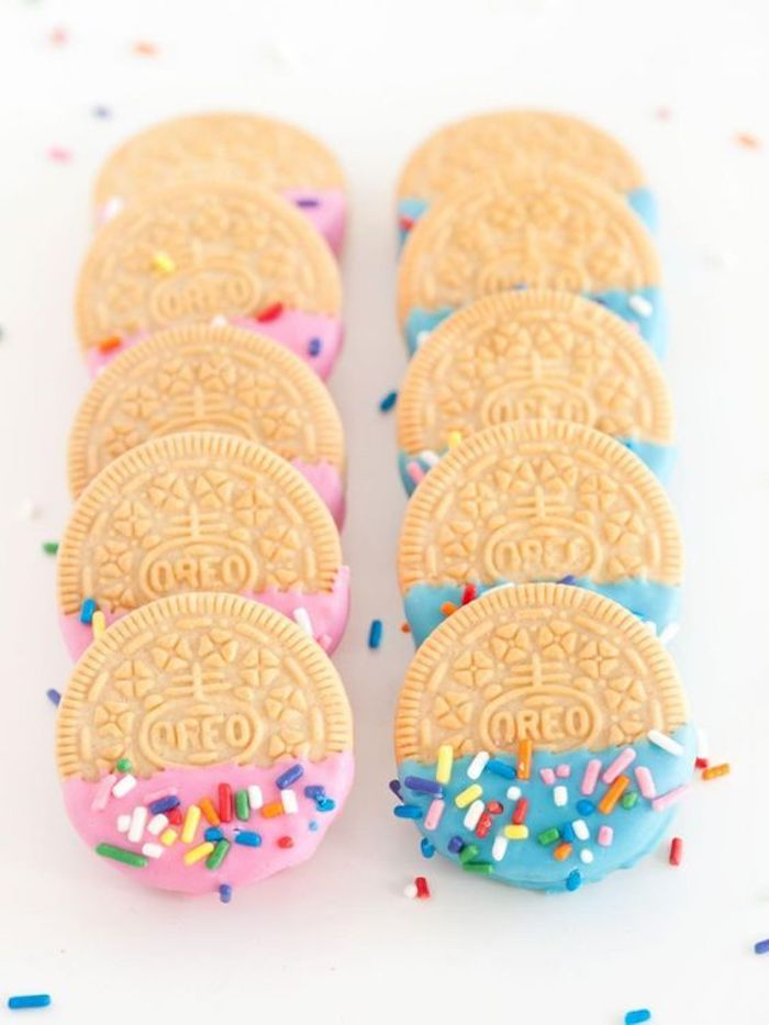 blog déco clemaroundthecorner gender reveal party oreo rose bleu idée confettis chocolat
