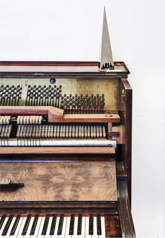 décoration maison dans un loft piano droit vintage ouvert blog déco clemaroundthecorner