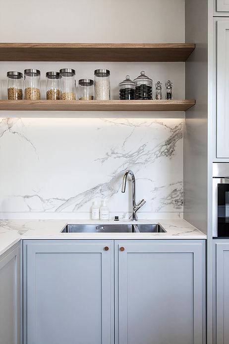 cuisine minimaliste grise clair maison de 210m2 blog deco clemaroundthecorner