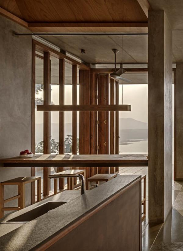 salon cuisine béton et bois intérieur villa inde mumbai lac vue ouverture