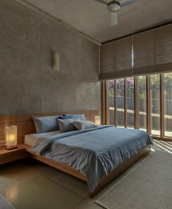 chambre lit gris cosy minimaliste béton et bois inde mumbai