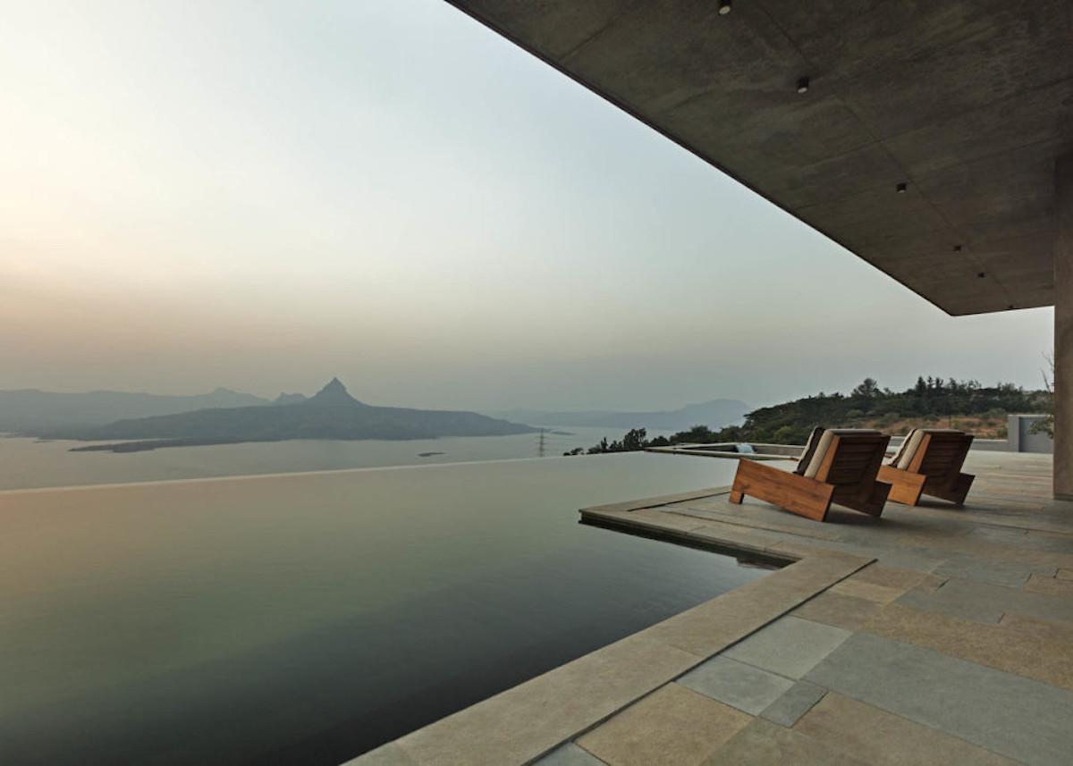 béton et bois villa vue lac montagne inde