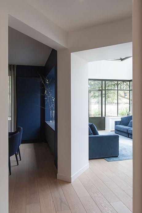 decoration minimaliste noir bleu blanc maison de 210m2 blog deco clemaroundthecorner