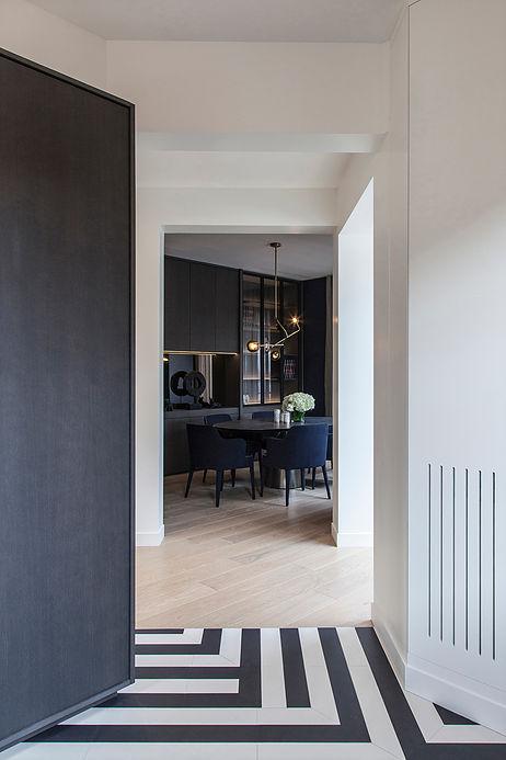 salle a manger ambiance elegante bleu marine maison de 210m2 blog deco clemaroundthecorner