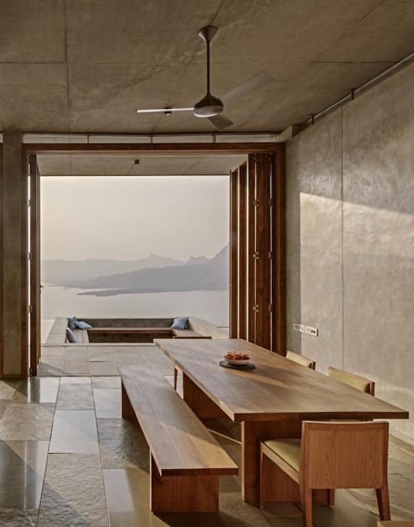 salon cuisine béton et bois intérieur villa inde mumbai lac vue ouverture espace