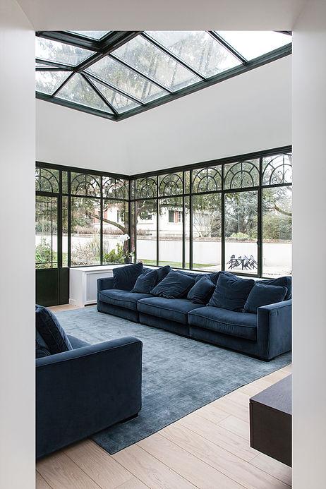 salon veranda verriere noir bleu canard maison de 210m2 blog deco clemaroundthecorner