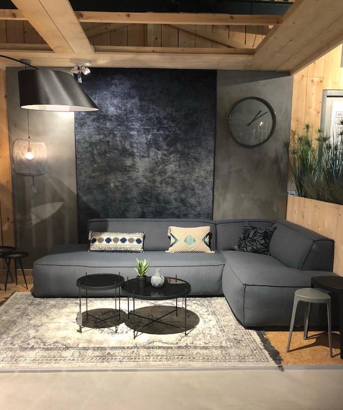 salon nuance de gris noir style nordique canapé géant angle gonflé ultra confortable style loft indus