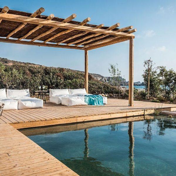 maison en grèce piscine canapé extérieur