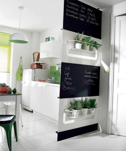 cloison meuble végétal tableau noir cuisine plante aromatique blog déco clem around the corner
