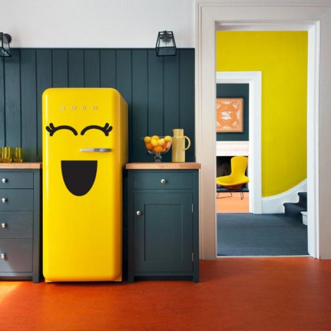 customiser le frigo smeg autocollant visage desin diy blog création déco clem around the corner