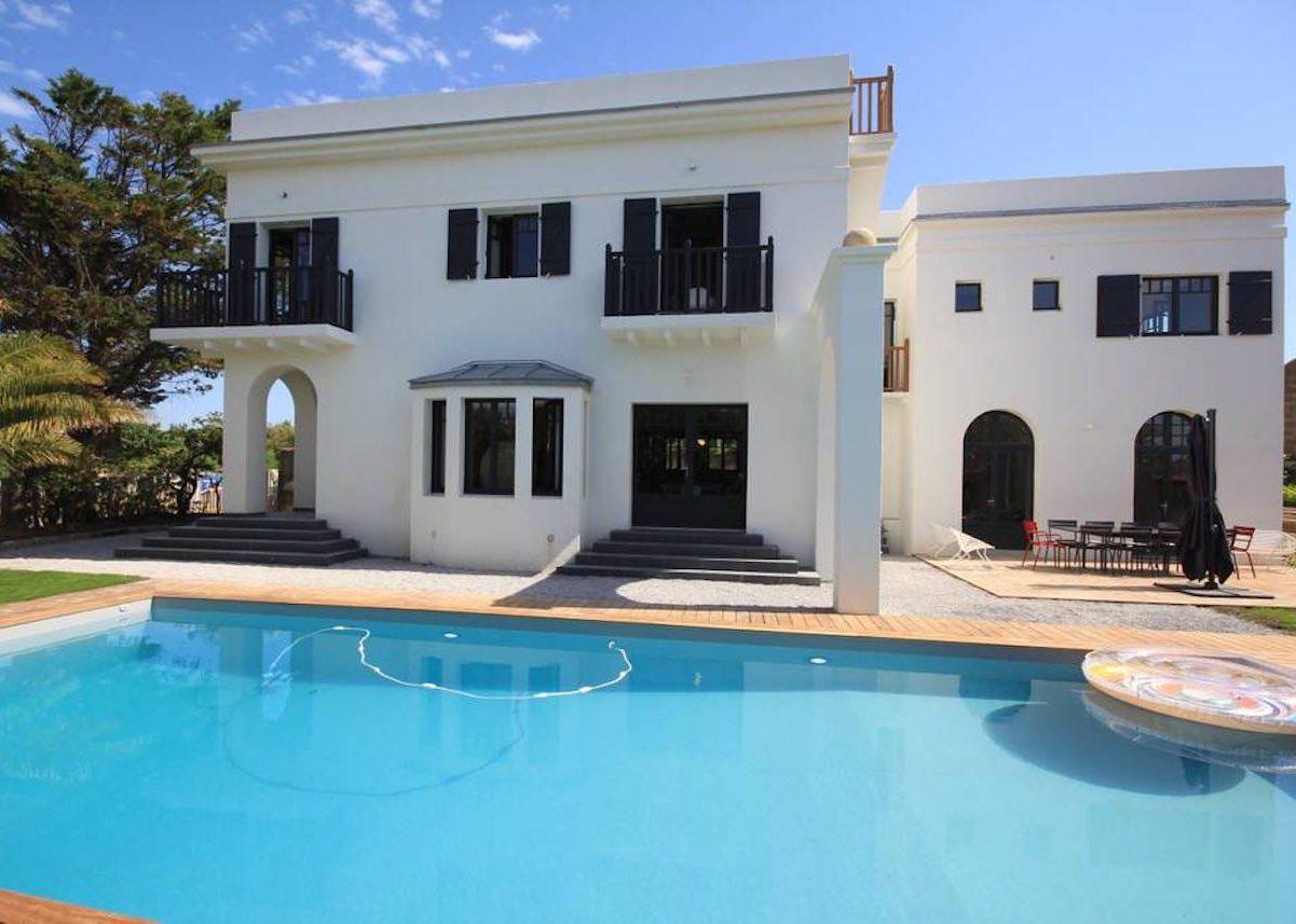 villa avec rooftop à Biarritz piscine location airbnb blog décoration clemaroundthecorner
