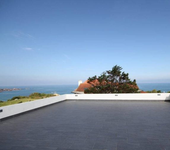 villa avec rooftop à Biarritz vue phare location airbnb blog déco clemaroundthecorner