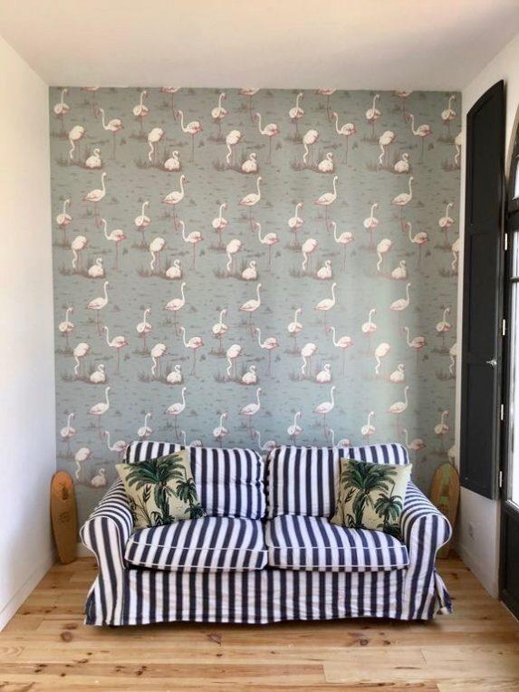 villa avec rooftop à Biarritz papier peint flamand rose blog déco clemaroundthecorner