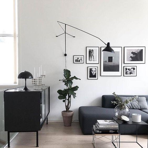 salon noir blanc mur de cadre applqiue Mantis BS2 DCW editions louis poulsen déco style homme masculine