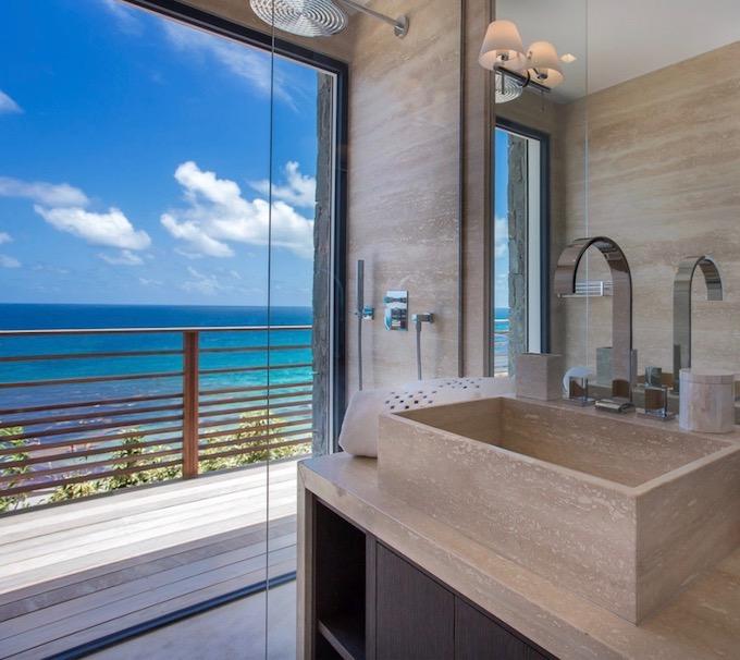 coin de paradis aux antilles salle de bain vue mer marbre beige blog deco clemaroundthecorner