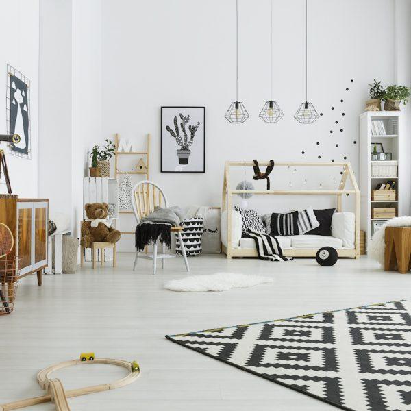 aménagement chambre Montessori enfant noir et blanc lit cabane scandinave blog déco clem around the corner