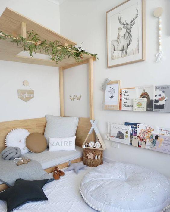 aménagement chambre Montessori lit ouvert étagère livre blog déco clem around the corner