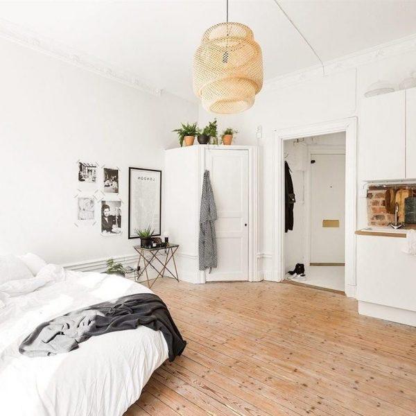 chambre dans salon studio décoration scandinave parquet pin blog déco clem around the corner