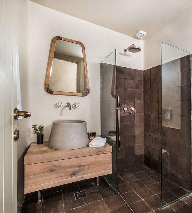 maison en grèce salle de bain sobre nature