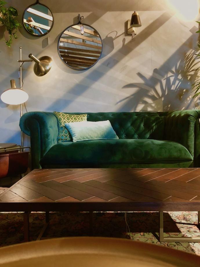 zuiver design hollandais meubles salon urban jungle canapé velours vert émeraude - Blog déco - Clem Around The Corner