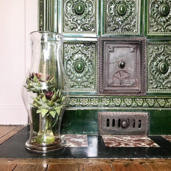 que faire avec un artichaut déco artichaut vert fleur légume bois parquet vase