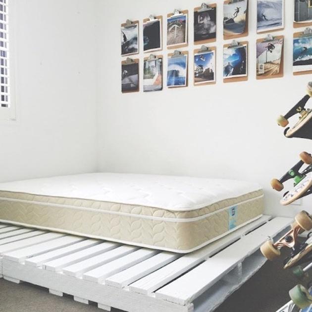 comment faire un lit en palette blanc cosy boho bohème décoration matelas sommier clemaroundthecorner blog déco