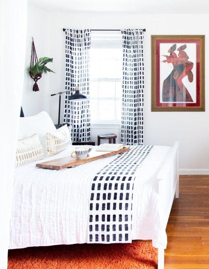 appartement minimaliste parquet bois chambre ethnique blanche motifs noire bureau clemaroundthecorner blog déco