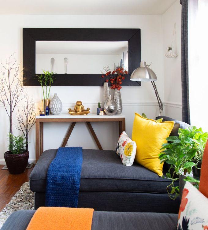 appartement minimaliste méridienne coussins plaids parquet bois miroir plantes vertes clemaroundthecorner blog déco