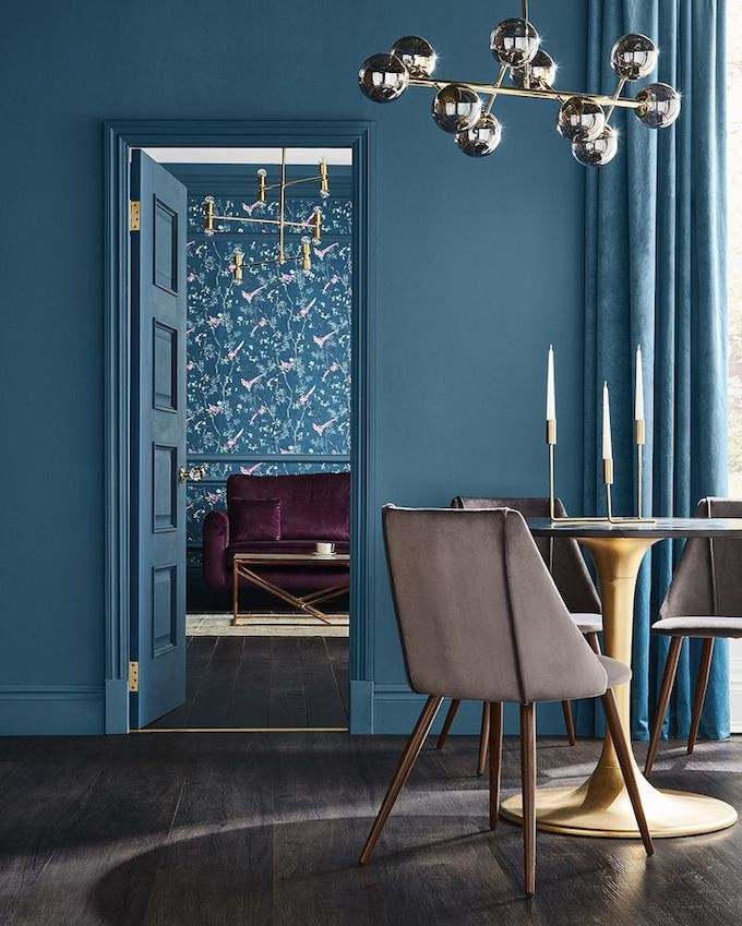 salon décoration bleu canard laiton papier peint de l'année 2019 - blog déco - Clem Around The Corner