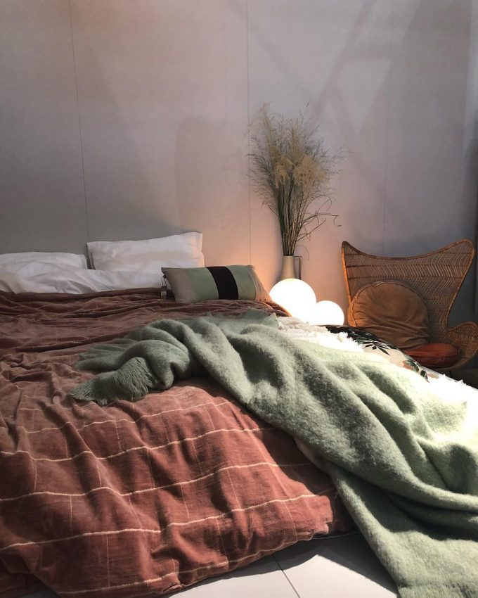 chambre hygge slow life terracotta lampe boule tendances déco maison et objet septembre 2018