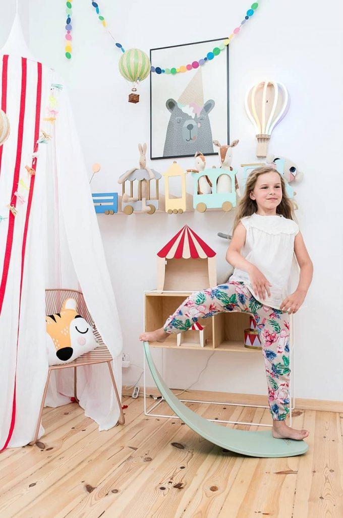 Up Warsaw étagère train bois wagon déco scandinave chambre enfant design polonais - blog déco - clem around the corner