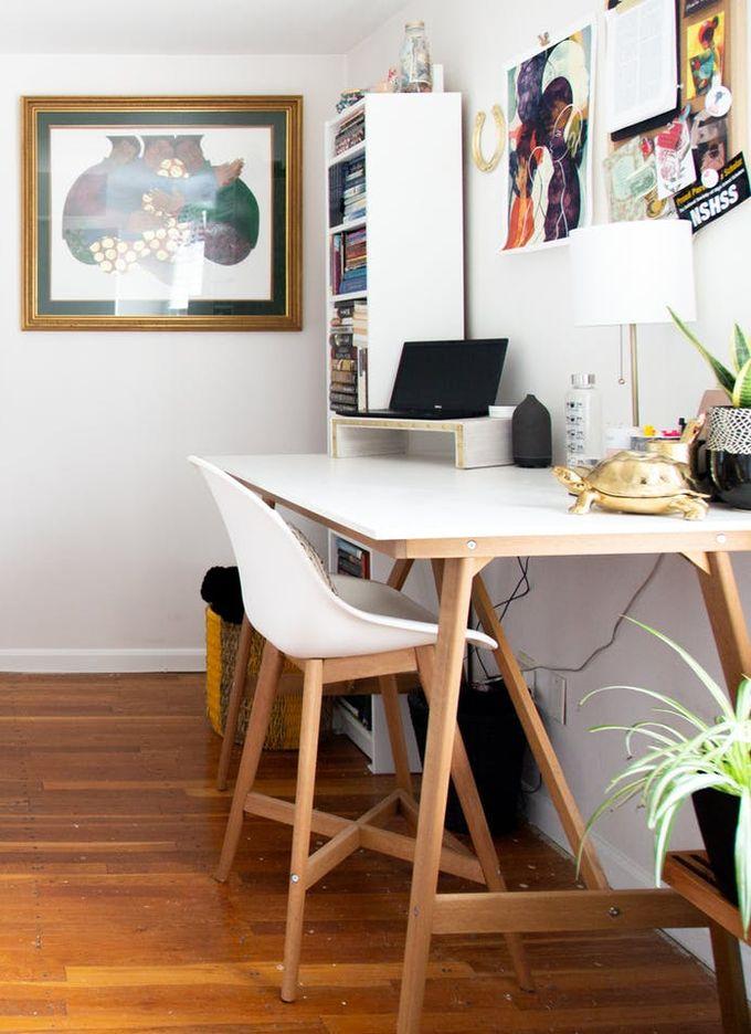 appartement maison minimaliste parquet bois chambre ethnique blanche motifs noire bureau noir clemaroundthecorner blog déco
