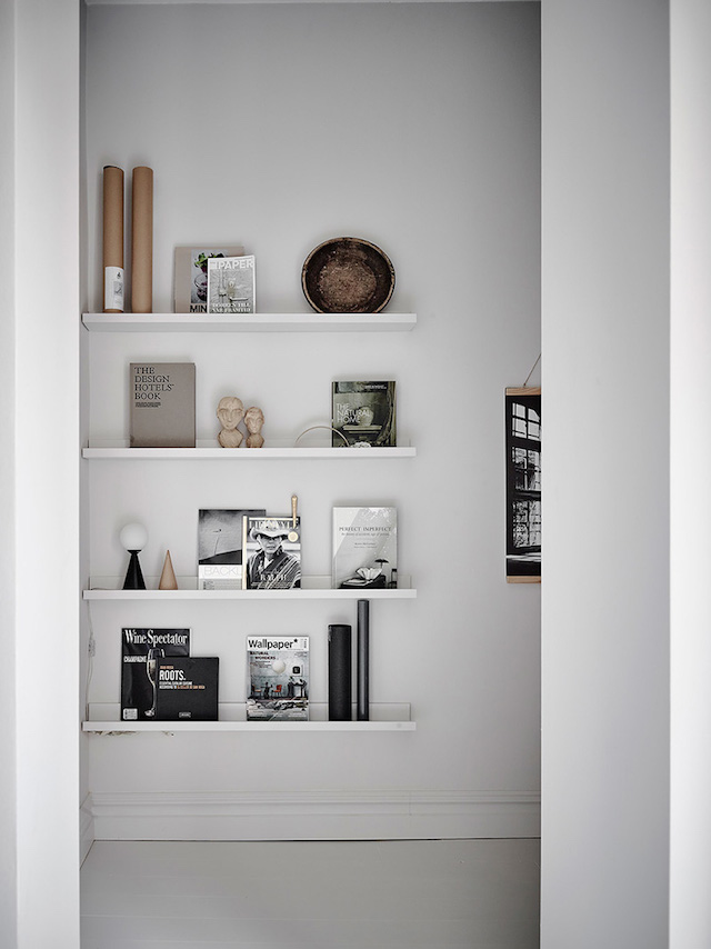 bibliothèque à bibelots suspendu shades of grey - blog déco - clem around the corner