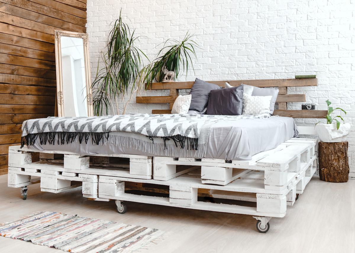 comment faire un lit en palette blog d co clem around the corner. Black Bedroom Furniture Sets. Home Design Ideas