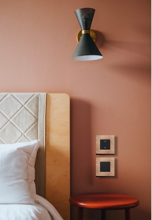 interrupteur wireless connecté design chambre mur rose terracotta - blog déco - clem around the corner