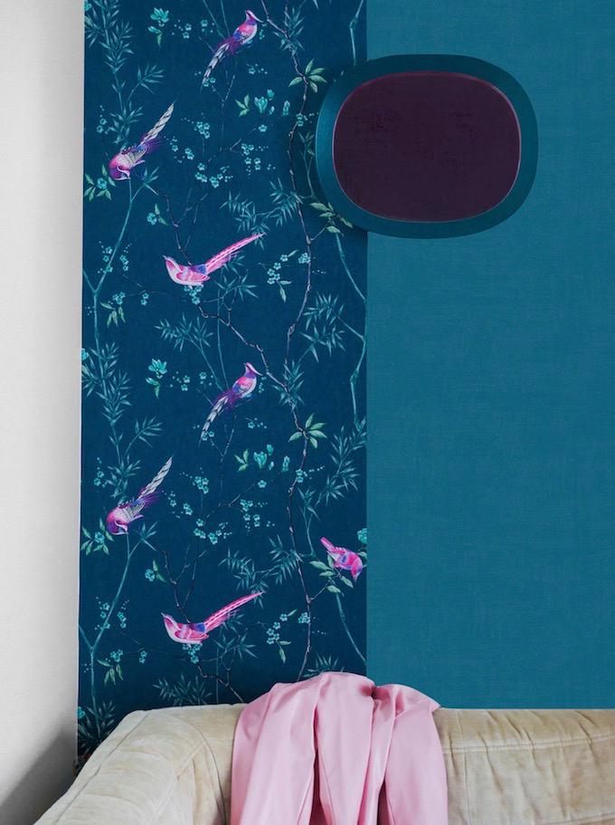 papier peint de l'année 2019 oiseaux décor japonisant veste rose togo beige fauteuil confortable - clemaroundthecorner - blog déco