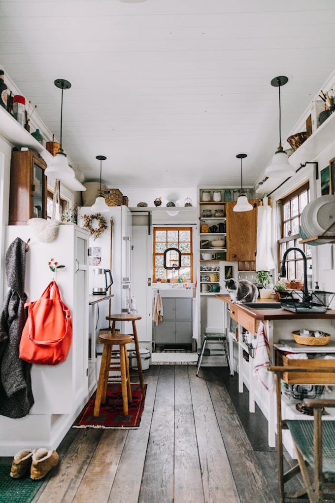 petite maison simple roulotte décoration design blog déco diy petit espace 15m2 parquet cuisine salle de bain chambre studio