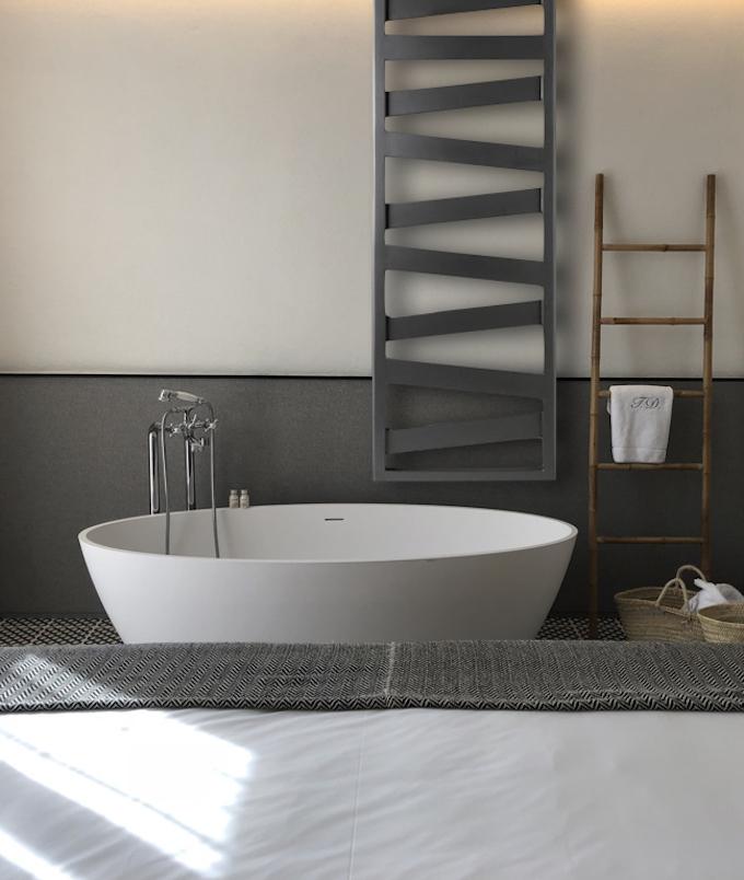 repose serviette chauffant salle de bain nature bois panier baignoire blanc gris lit clemaroundthecorner blog déco