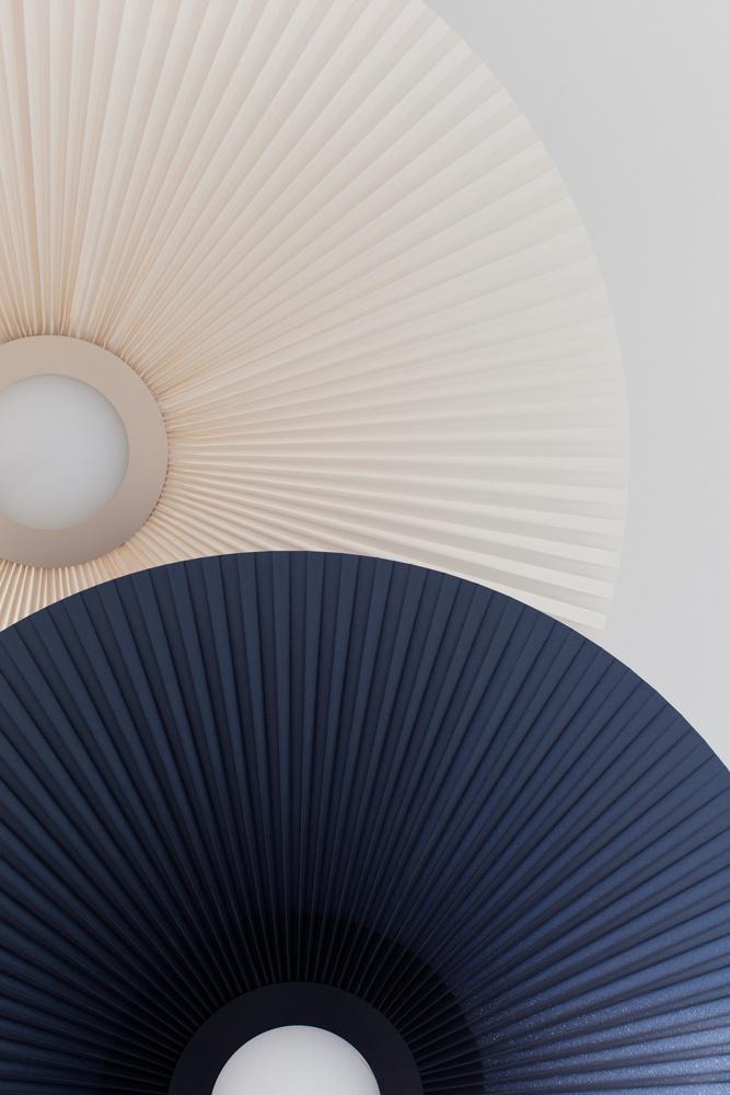 design luminaire plafonnier rond tissu plissé carmen harto rose bleu - blog déco - Clem Around The Corner