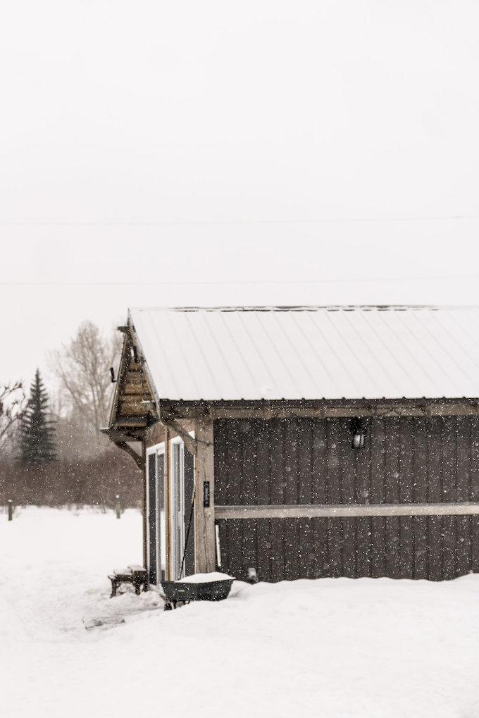petit chalet vintage neige forêt plaine canada blog déco clem around the corner