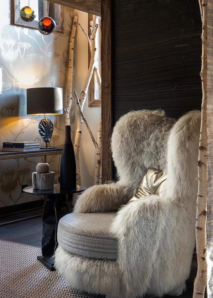 visite déco chalet du Père Noël fauteuil fourrure longue moumoutte ami plaid fourrure - blog décoration - clem aroud the corner