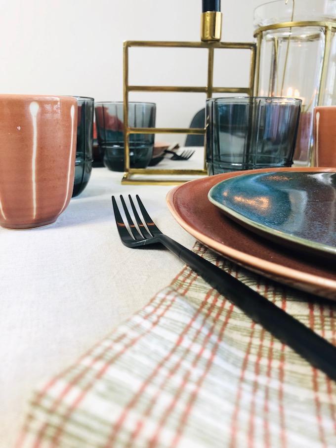 décoration table d'automne couvert fourchette noir mat - blog déco - Clem Around The Corner