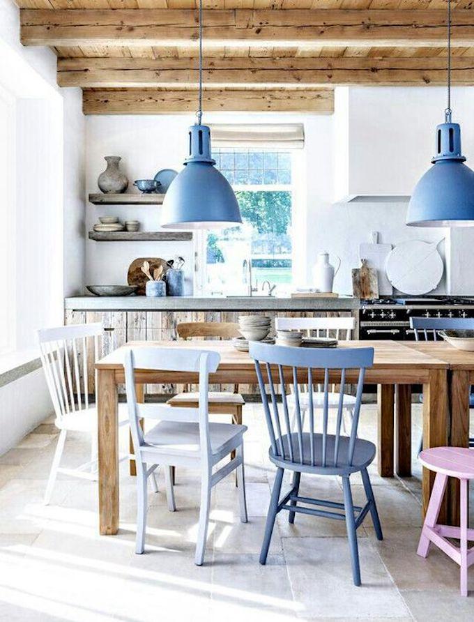 assortir des chaises dépareillées bois couleur rose mauve violet blog déco clem around the corner