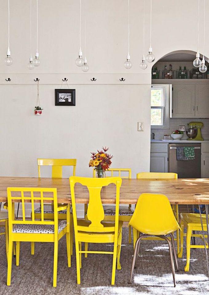 assortir des chaises dépareillées jaune salle à manger blog déco clem around the corner